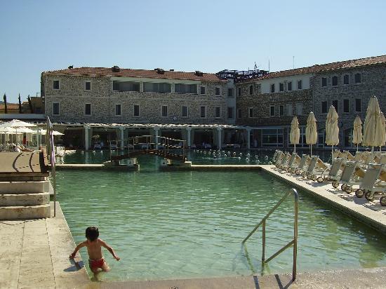 Scheda turismo con gusto - Alberghi saturnia con piscina termale ...